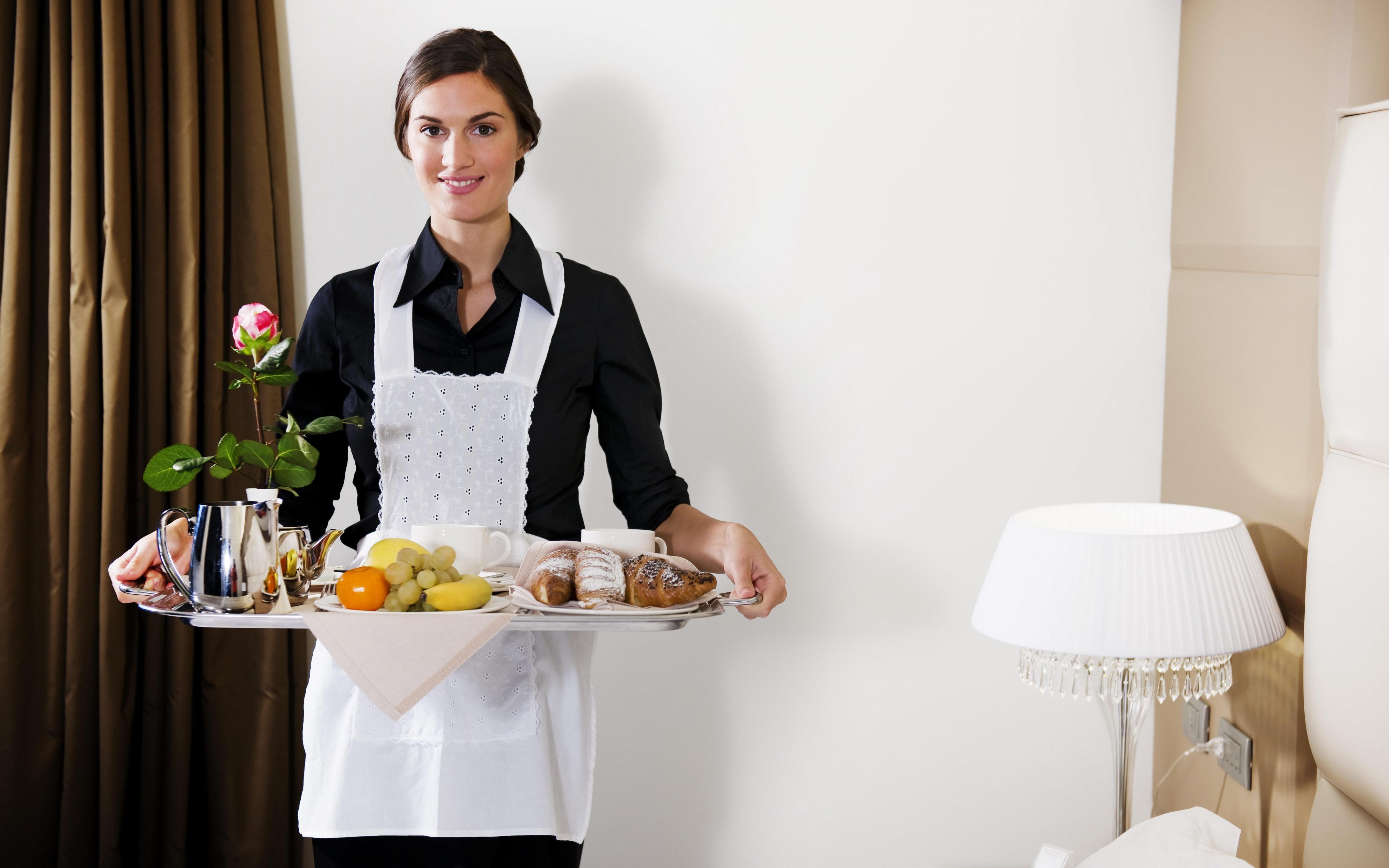 5120x3200_waitress-tray-food